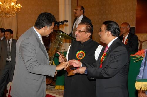 Ufone's Moazzam Ali Khan Wins APNS Presidential Best PRO Award – Private Sector
