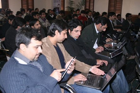 Mobilink Exclusively Launched Samsung Galaxy Tab at Lahore Bloggers Meet-up!